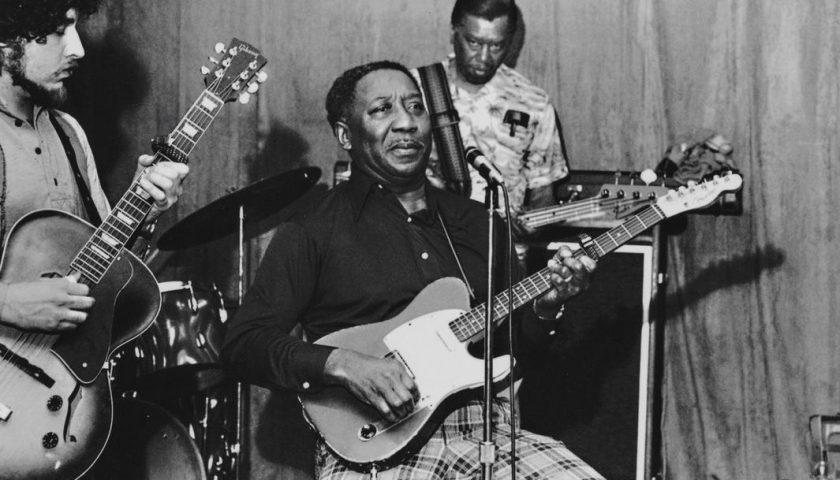Accadde oggi: il 30 aprile del 1983 muore Muddy Waters, leggendario musicista del Mississippi e punto di riferimento dei Rolling Stones