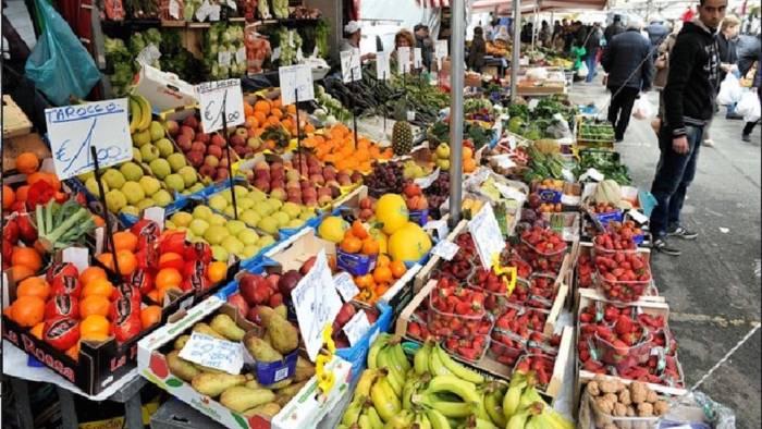 """Salerno, il consigliere Giuseppe Ventura: """"Riaprire i mercati, clienti con mascherine e guanti"""""""