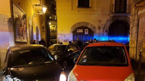 Scappa dalla fidanzata a Salerno, inseguito dai carabinieri fino al Centro storico: nei guai 17enne di Vietri sul Mare
