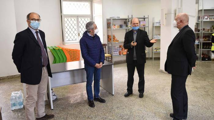 Coronavirus, la Diocesi di Salerno dona al Ruggi apparecchiature mediche