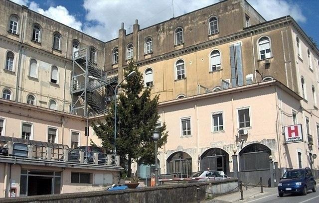 """La Curva Sud """"Catello Mari"""" e la Cavese regalano apparecchiature mediche all'ospedale di Cava de' Tirreni"""