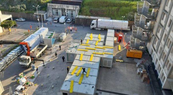 Ospedale modulare al Ruggi per il covid 19, operai a lavoro anche a Pasqua e Pasquetta