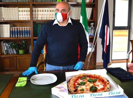 """Il sindaco di Santa Marina ed ex consigliere regionale di centrodestra Fortunato sfida De Luca: """"Dal 25 aprile pizze a domicilio"""""""