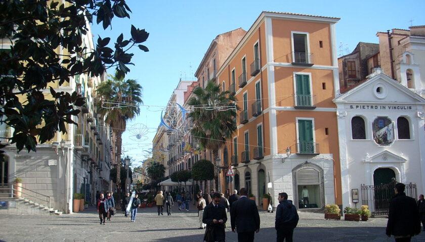 Un'isola pedonale a Salerno per aiutare la ristorazione