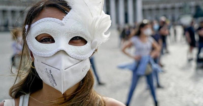 I lavoratori dello spettacolo in piazza a Napoli chiedono misure adeguate