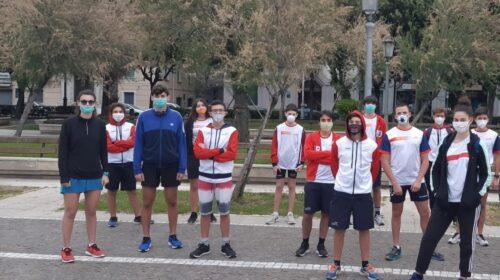 """Il """"raduno"""" spontaneo sul Lungomare di Salerno e il messaggio dei canottieri dell'Irno """"Abbiamo una voglia matta di ricominciare: fateci tornare in acqua!"""""""