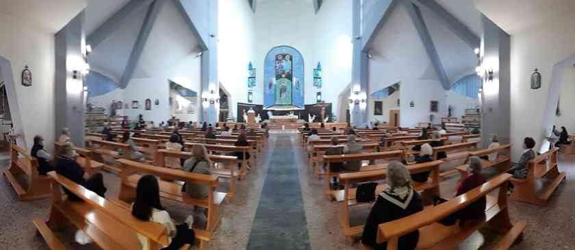 Dpcm, nessun divieto per la Santa Messa: in chiesa con la mascherina