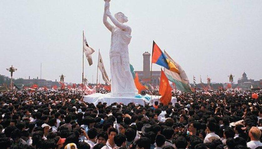 Accadde oggi: il 30 maggio 1989 svelata la Dea della Democrazia (poi distrutta) tra le proteste in piazza Tienanmen a Pechino