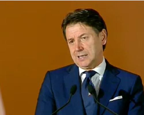 """Il premier Conte: """"Vaccino anti Covid entro l'anno e non sarà obbligatorio"""""""