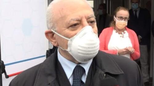 """De Luca: """"Se aumenteranno i contagi mascherine anche all'aperto"""""""
