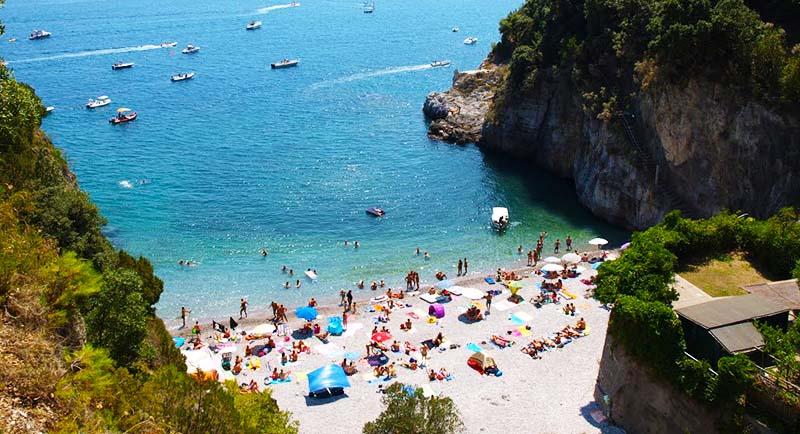 Costa Amalfitana, restano ancora chiuse le spiagge di Erchie e Maiori