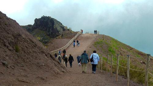 Guide turistiche e accompagnatori minacciano di assediare la Regione