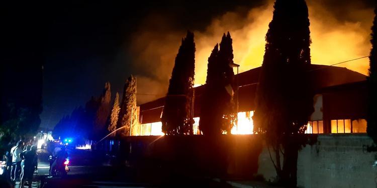 Incendio a Scafati dell'industria conserviera, gli inquirenti ipotizzano l'esclusione della fatalità