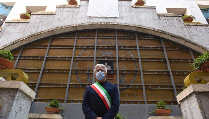 Sindaci d'Italia, Enzo Napoli è al 15esimo posto. De Magistris centesimo