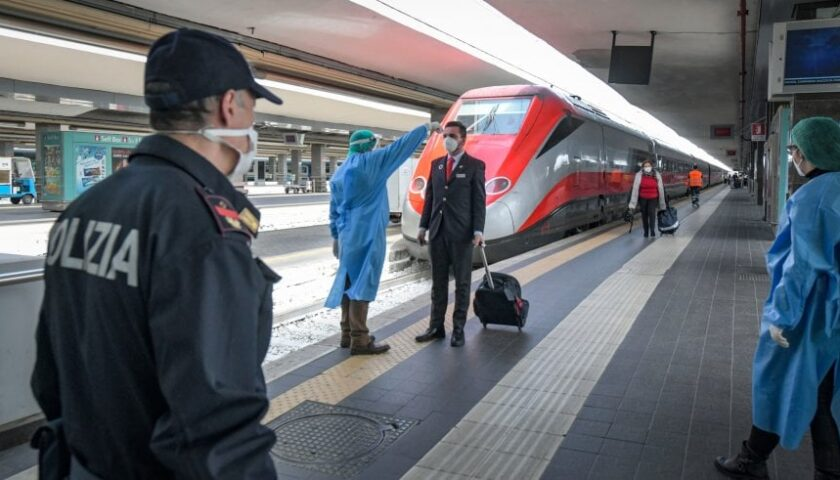 A Napoli prime misure per chi rientra dal Nord: temperature misurate in aeroporto, stazione e terminal bus