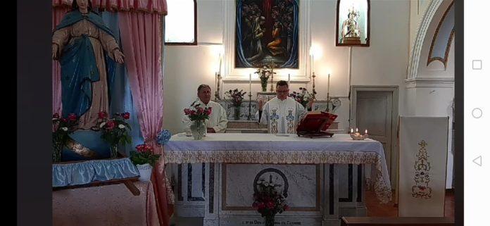 """Raccoglie le offerte a Montecorice per la festa del paese, il parroco smentisce: """"Chiamate i carabinieri"""""""