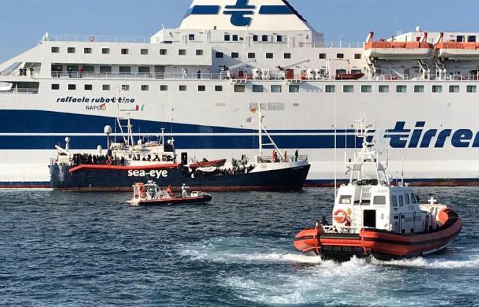 Finita la quarantena per 183 migranti sulla nave Rubattino a Palermo, minorenni trasferiti a Salerno