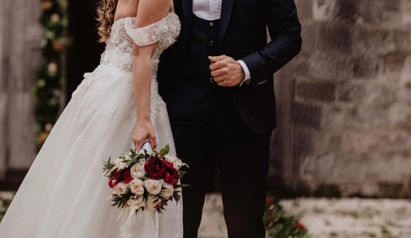 Apertura della Cei agli sposi: non c'è più obbligo di mascherina in chiesa, marito e moglie possono baciarsi