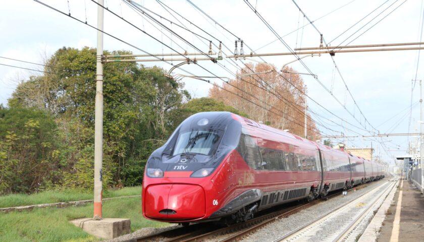 Ritornano i posti a scacchiera sui treni, Italo cancella 8mila biglietti