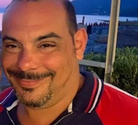 Lacrime commozione a Mercato San Severino per l'addio a Enzo Erra, morto in Ucraina