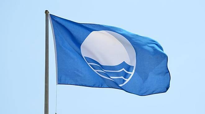 """""""Bandiera Blu"""", brillano le spiagge della Campania con 19 vessilli e un trionfo di porticcioli"""