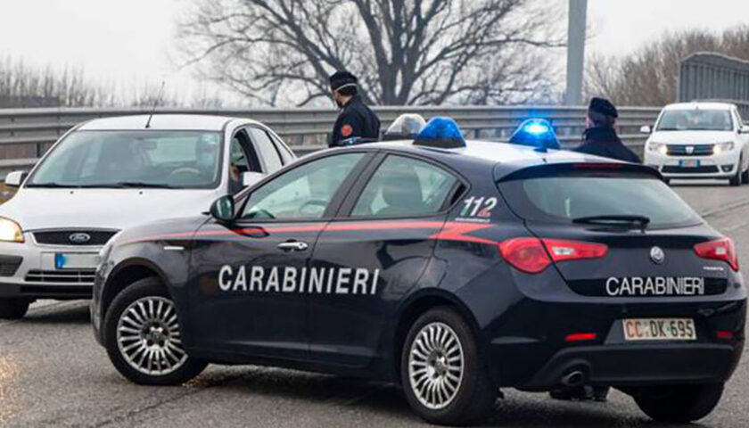 Salerno, banditi assaltano distributore di benzina e scappano con l'incasso