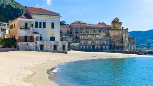 Assalto alle spiagge delle due costiere, da Castellabate il sindaco lamenta poche risorse per la gestione