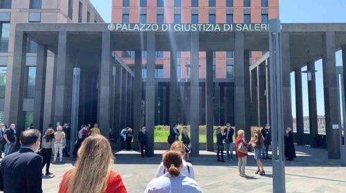 VIDEO Il flash mob degli avvocati salernitani davanti alla Cittadella Giudiziaria