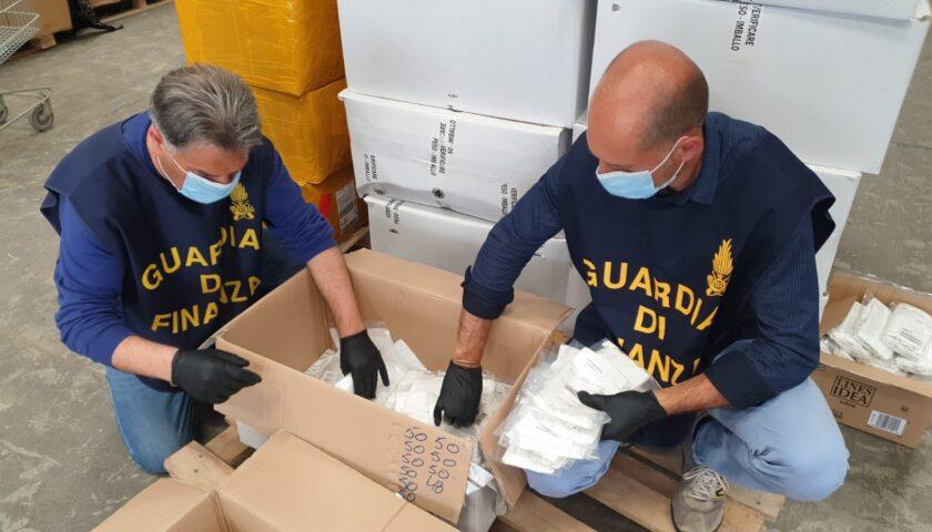 Gli sciacalli delle mascherine: 8milioni di protezioni senza marchio Ce e scadenti destinate ai mercati di Campania e Basilicata