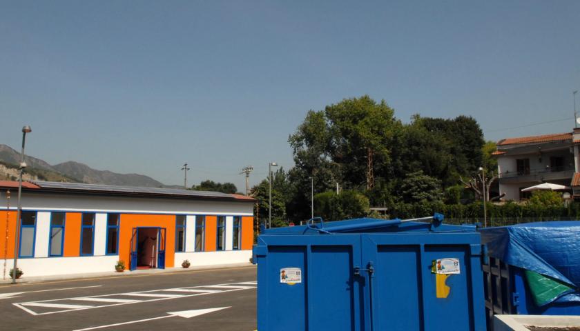 """Isole ecologiche, riaprono i centri di raccolta """"Arechi"""" e """"Fratte"""""""
