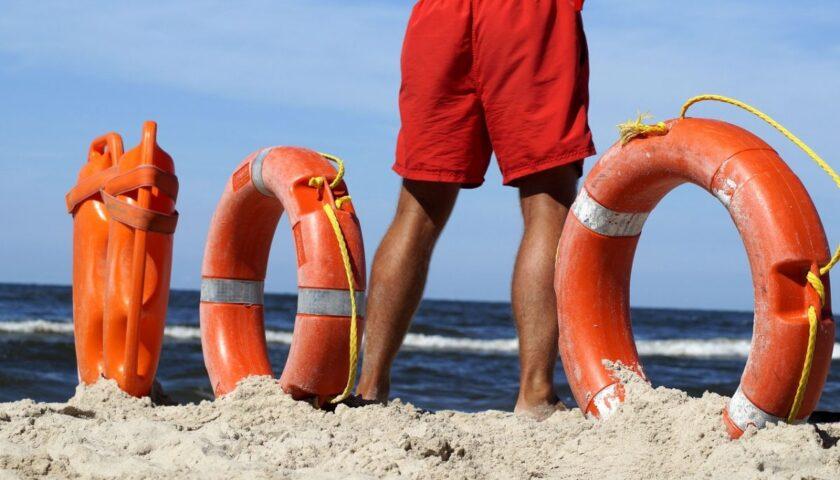 Bagnino salva in mare turista a Camerota, encomio del sindaco