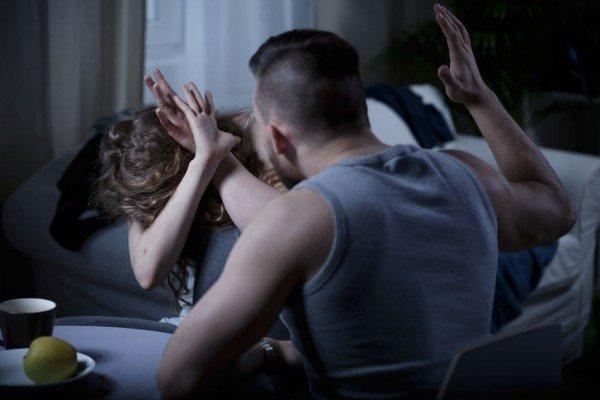 Montecorvino Pugliano, tenta di strangolare il padre e picchia la sorella: arrestato un 22enne
