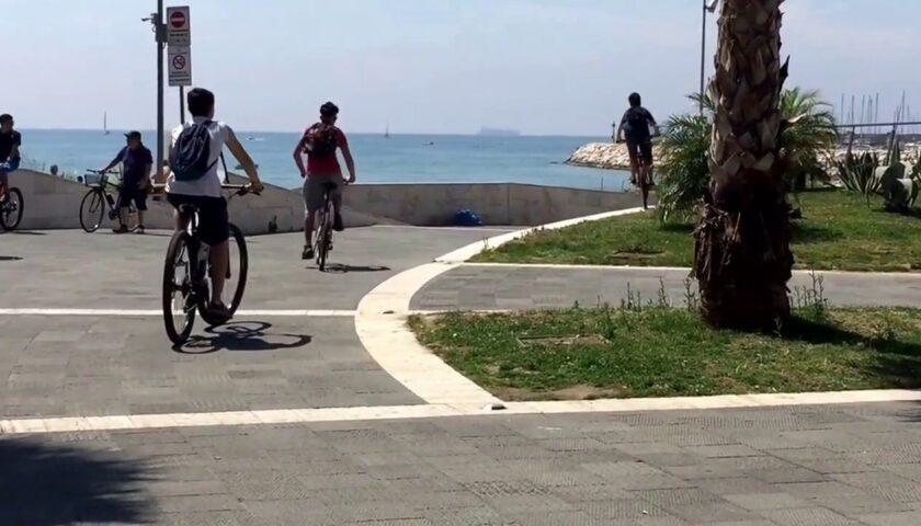 A Salerno più biciclette in strada per evitare contatti e assembramenti