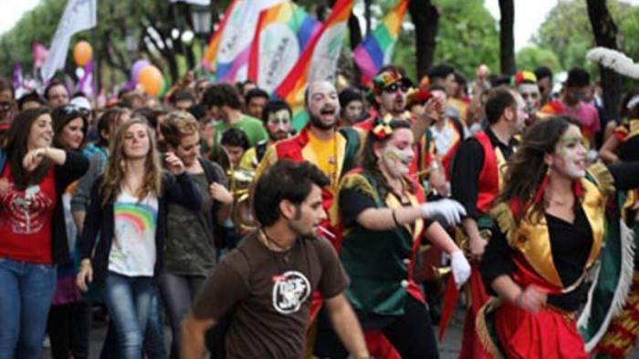 """Oggi giornata contro l'omofobia, l'Arcigay di Salerno: """"Non siete mai soli"""""""