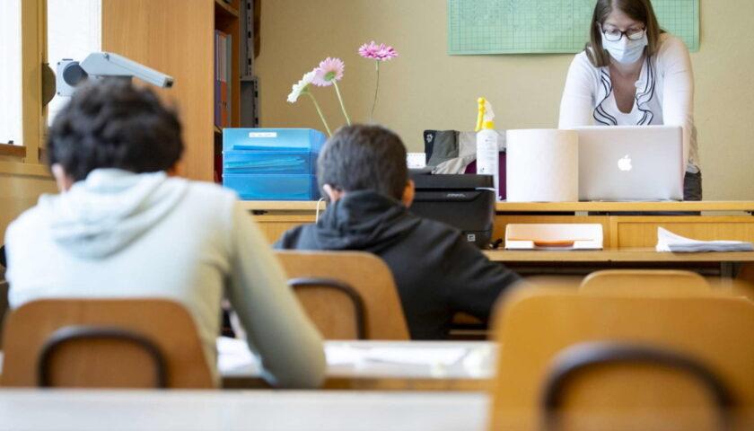 """Riapertura scuole, i sindacati: """"Troppo rischiosa, meglio rinviare"""""""