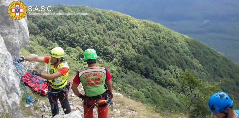 Cava de Tirreni: il soccorso alpino soccorre un'escursionista scivolata in un sentiero