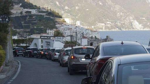 In Costiera Amalfitana revocato il divieto delle targhe alterne: libera circolazione