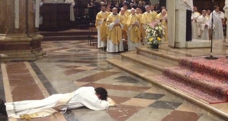 Tre nuovi sacerdoti a Salerno, prime ordinazioni dell'arcivescovo Bellandi: ecco chi sono