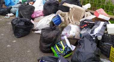 Da Salerno a Pontecagnano a gettare rifiuti, 3 sanzionati sul litorale
