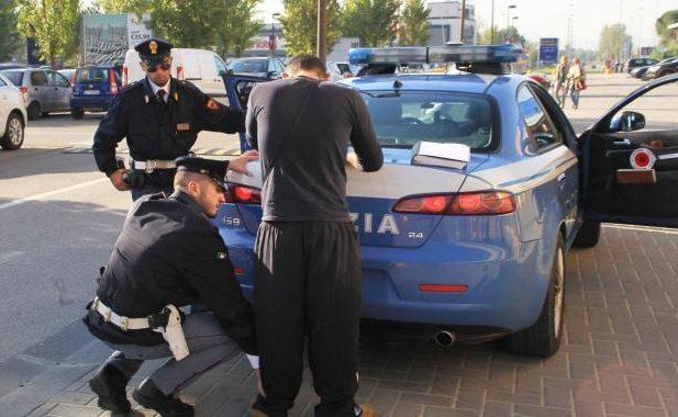 Rapinò 4 giovani nel centro Storico di Salerno, arrestato un 32enne