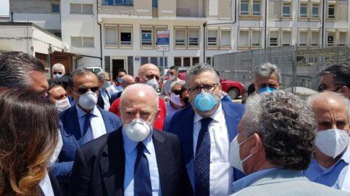 """De Luca fa tappa nell'ospedale di Agropoli: """"Non solo plesso per il Covid, sarà attivo h24"""""""