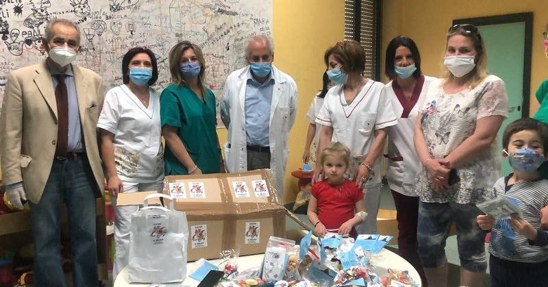 Tablet e smartphone regalati ai bambini della Pediatria dell'ospedale di Vallo dal capitano Carabinieri Malgieri