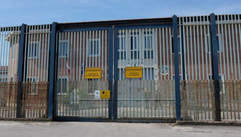 Piantonato al Ruggi, detenuto aggredisce tre agenti penitenziari