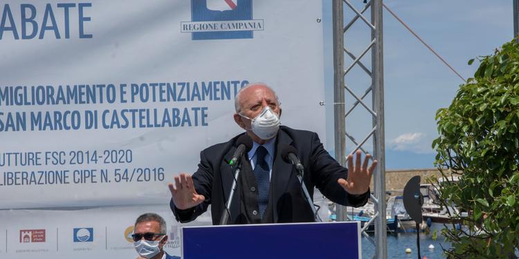 """De Luca: """"A Mondragone problema risolto"""""""