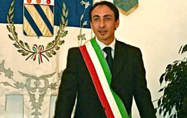 Praiano, la Legge Severino colpisce Di Martino: sospeso dall'incarico il sindaco