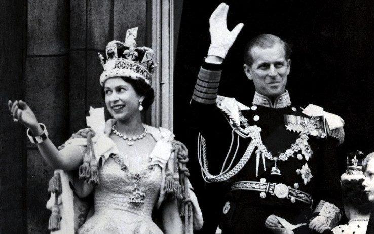 Il 6 febbraio 1952 muore Giorgio VI e inizia il lungo regno di Elisabetta sul trono d'Inghilterra