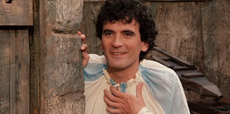 Accadde oggi, il 4 giugno 1994 muore a Ostia Massimo Troisi: 26 anni senza il maestro