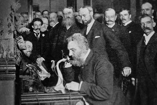 Accadde oggi: l'11 giugno 2002 l'America a distanza di quasi due secoli riconobbe Meucci inventore del telefono