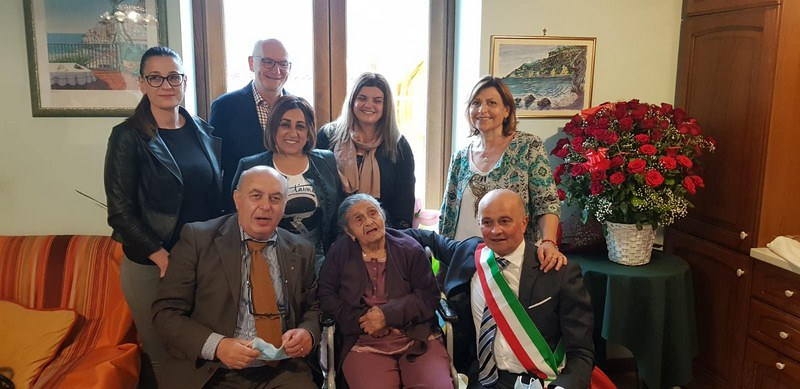 Tramonti in festa per i 100 anni di Maddalena Giordano