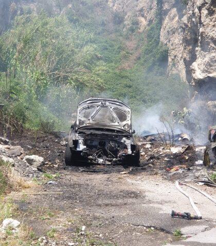 Auto in fiamme in via Bracigliano a Sarno, indagano gli agenti della Polizia
